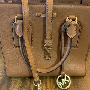 Well-Loved Camel Leather Michael Kors tote w Strap